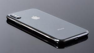 iPhoneってフィルム貼らなくても傷が付きにくい加工がされてるらしいぞ