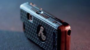 スタンガンつきiPhoneケース日本上陸 95万ボルト、お値段29,000円とお手頃