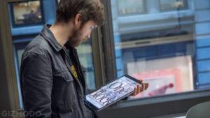 アップル「iPad Proの背面に強力磁石入れました!ドヤカ」 カバンに財布と一緒に入れたらクレカや磁気カード全滅へ